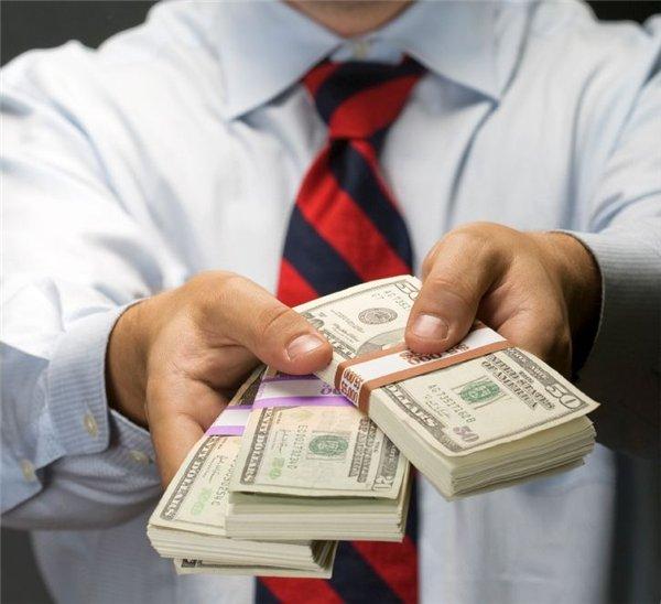 """Налоговая ловушка. Как украинцев хотят заставить платить 18% за """"левые"""" доходы и покупки"""