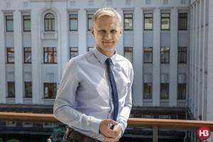 Антикоррупционер Шабунин занял у тещи-пенсионерки полмиллиона на дом • SKELET-info