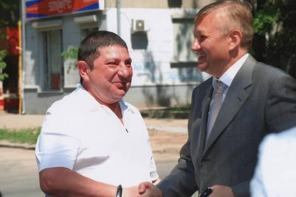 Вадим Вишневский (слева) с главой Харьковского облсовета Сергеем Черновым