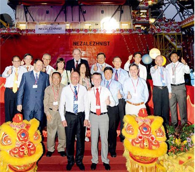 Александр Кацуба (на переднем плане) в составе украинской делегации в Сингапуре