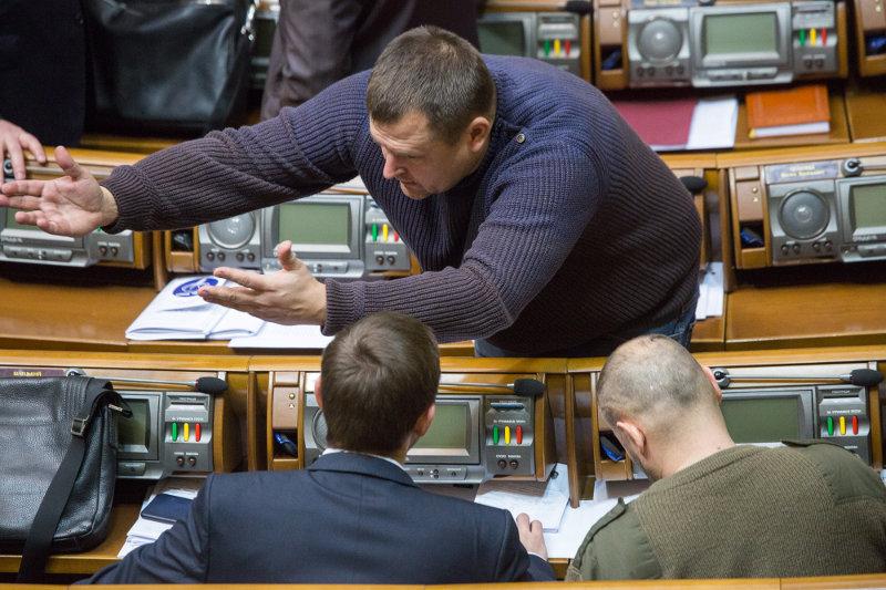Борис Филатов (на фото в центре) и другие соратники Игоря Коломойского готовы протянуть руку помощи Олегу Ляшко