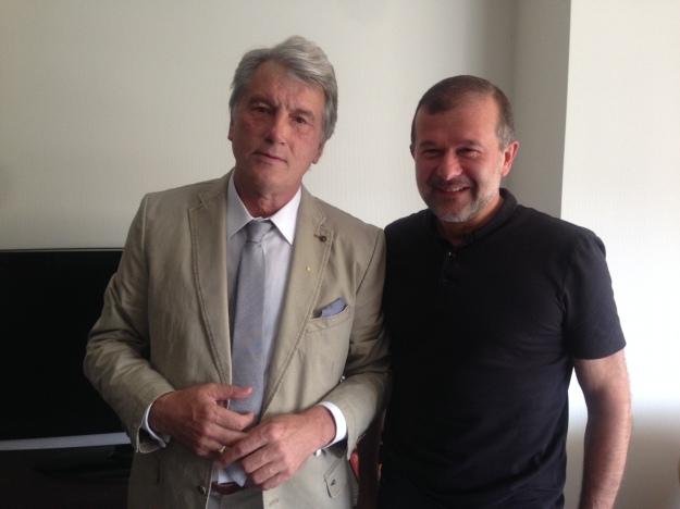 """Балога та його """"несподіваний"""" гість Віктор Ющенко, що завітав на каву"""