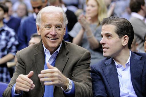 Джо Байден и его сын Хантер Байден /AP Photo / Nick Wass