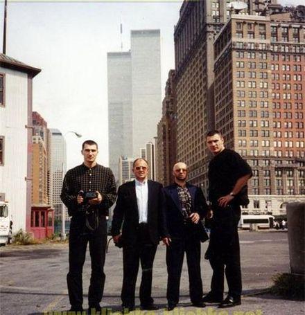 На фото братья Кличко, криминальные авторитеты «Боровик»(Андрей Боровик) и «Рыбка» (Виктор Рыбалко) Нью-Йорк, 1996 год, фото сделано перед заходом в офис Дона Кинга