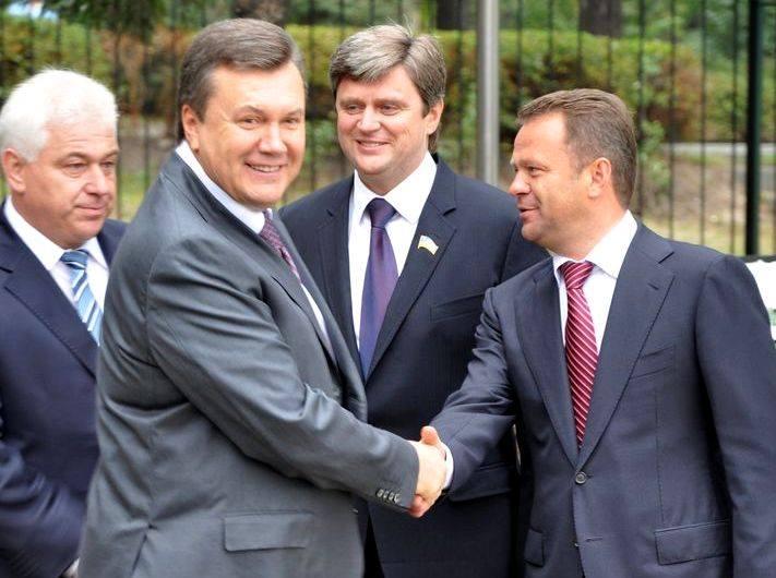 Анатолий Федорук (справа)