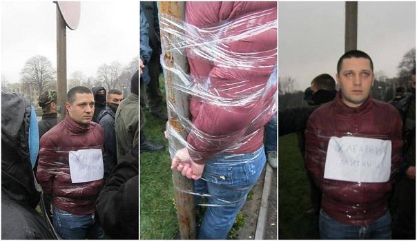 Сергей Харченко, привязанный к стене позора
