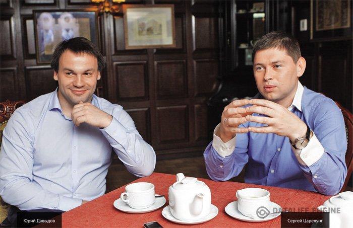 На фото: Юрий Давыдов (слава) и Сергей Царелунг (справа).