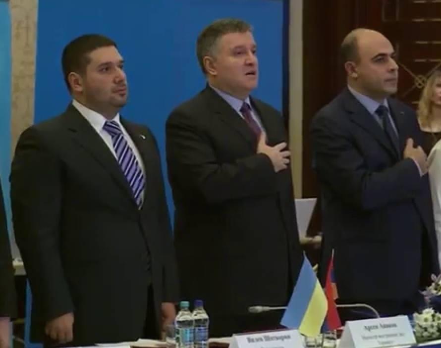 Арсен Аваков братался со «смотрящим» «семьи» и солгал об «архиве Януковича»