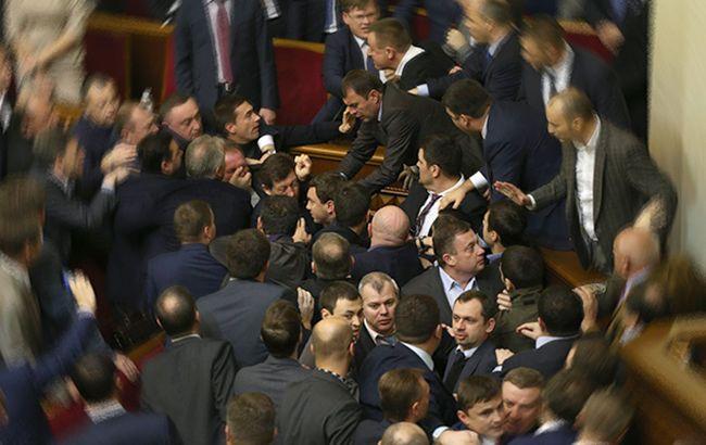 В уходящем году народные депутаты не изменяли своим традициям