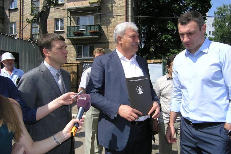 На фото: Максим Шкуро, Вечеслав Непоп и Виталий Кличко