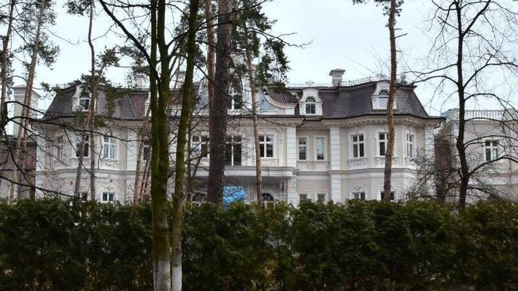 """Местные жители говорят, что особняк богача Крупчака круче резиденции Порошенко, фото: Аркадий Манн, """"Страна"""""""