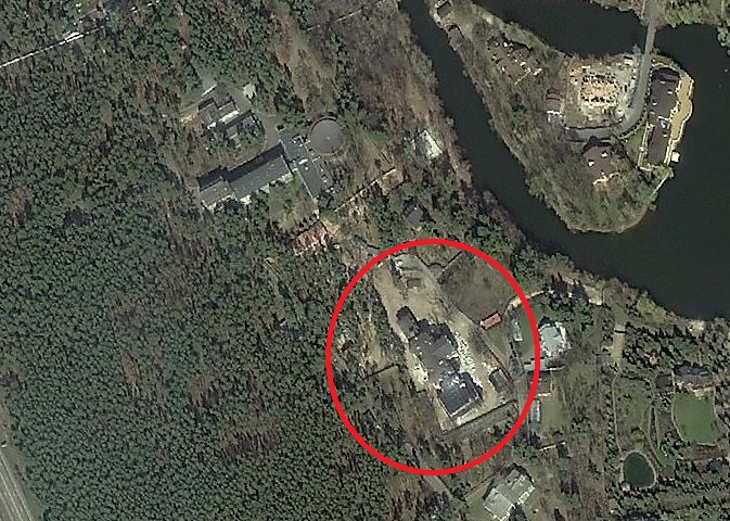 Имение олигарха спрятано в сосновом бору, фото: yandex.ua/maps