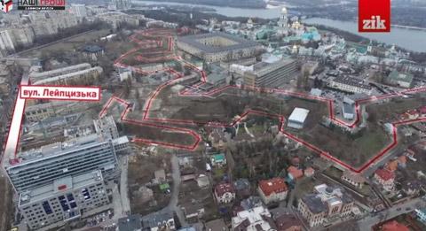 Червоним позначено лінію історичних валів. Скриншот з відео