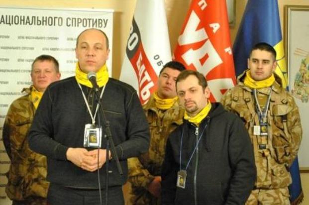 организатор Евромайдана Андрей Парубий в центре, Евгений Дейдей крайний справа