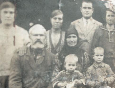 Сазон Тигипко и его семейство