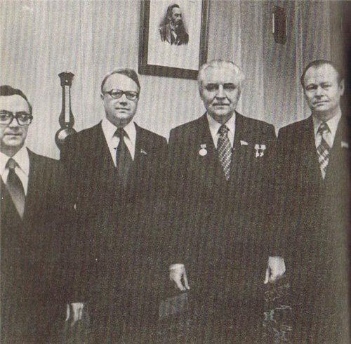 Крайний справа - К. К. Продан, рядом с ним В.В. Щербицкий