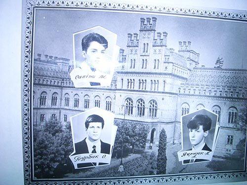 Алексей Бурбак и Арсений Яценюк в студенческом фотоальбоме