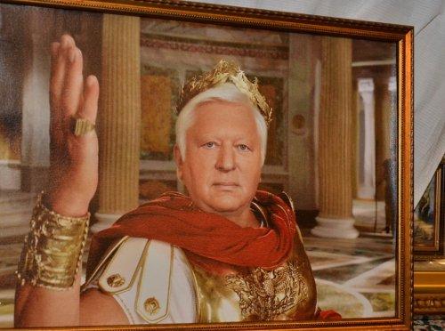 Виктор Пшонка в образе Цезаря