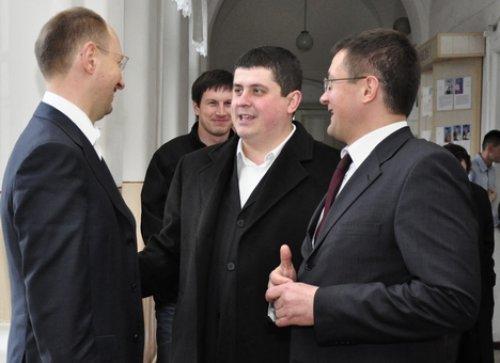 Арсений Яценюк и братья Бурбак