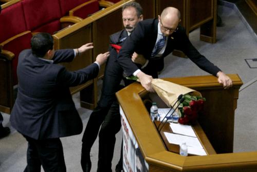 Максим Бурбак спешит на помощь