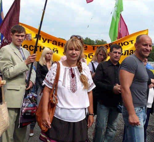 Елена Бережная на митинге в Луганске