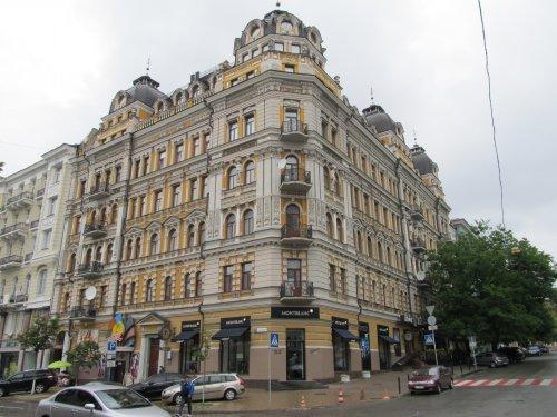 Дом Кличко На первом этаже слева – вход в клуб «Рио»