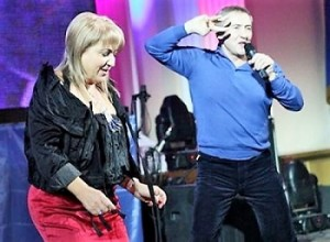 Алина Айвазова и Леонид Черновецкий во время проповеди