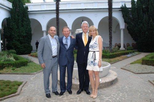 В. Пичук, Л. Кучма, Б. Клинтон и Е. Франчук в Ливадийском дворце (Крым)