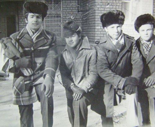 Виктор Пинчук (слева) с однокурсниками