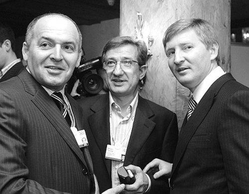 В. Пинчук, С. Тарута и Р. Ахметов
