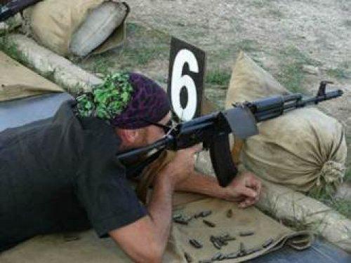 Юрий Синежук на стрельбище базы МВД Тигр в Кызыл Таше