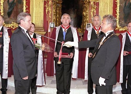 Великий Магистр Международного Ордена Святого Станислава шевалье Павел Вялов посвящает Коболева в кавалеры Ордена