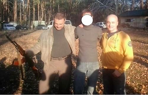 Слева Виталий Куприй, справа - Андрей Денисенко (в желтой кофте)