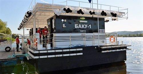 Плавучая заправка в яхт-клубе Примател